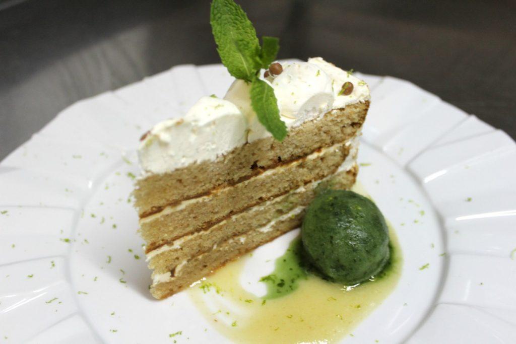 Tarta de Gengibre, queso y vainilla de madagascar con helado de zumo verde (6)
